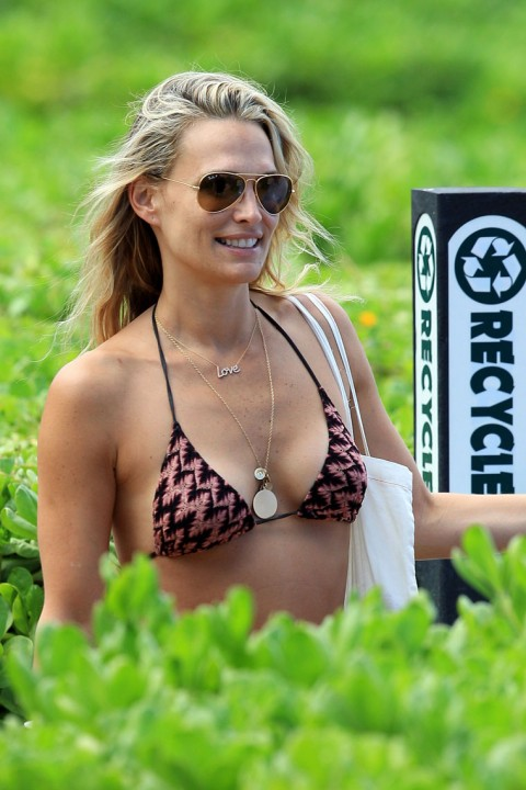 Hot Molly Sims In A Bikini