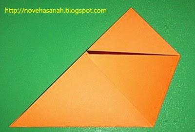 lipat ke arah samping kiri ujung kanan kertas origami