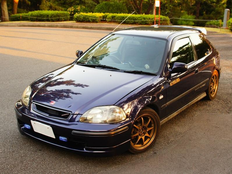 Honda Civic EK4 SiR, popularny hatchback z lat 90, wysokoobrotowy silnik, B16, VTEC is kicking in, motoryzacyjna pasja, samochód z duszą, kultowy, znany, brązowe felgi