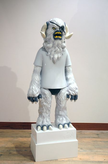 Takahiro Komuro sculptures bizarre colored monsters sweet Monster with t-shirt and eyepatch