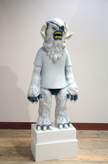 Takahiro Komuro esculturas macabras bizarras coloridas fofas monstros Monstro de camiseta e tapa-olho
