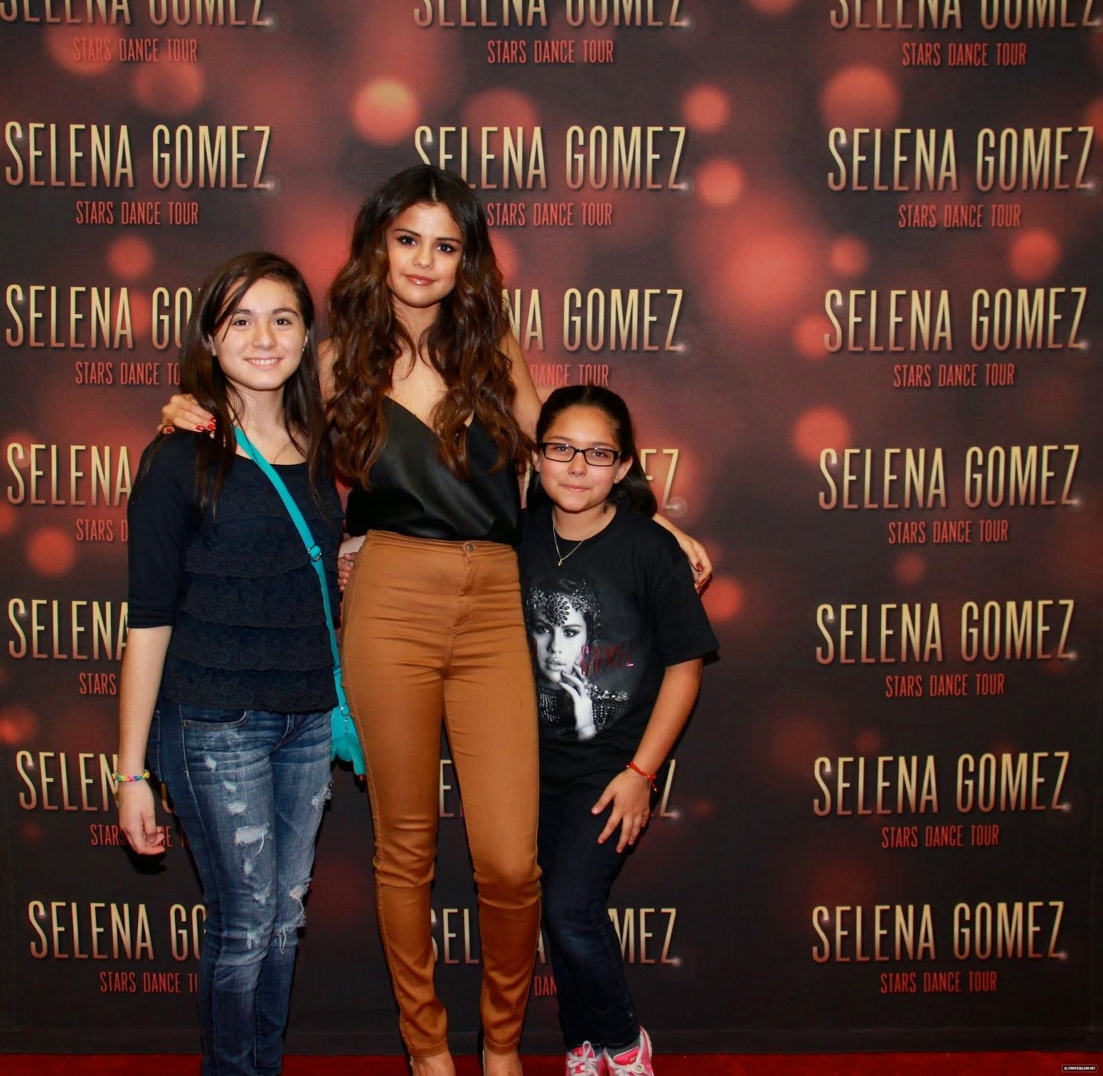 Selena gomez style stars dance world tour meet greet bordefest in selena gomez style m4hsunfo