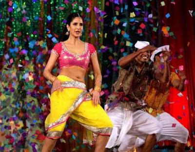 Katrina Kaif performing chikni chameli from agneepath