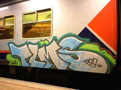 Graffiti_Letters_Bubble_Design_on_Train