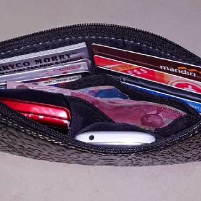 tampak dalam mini clutch bag untuk cowok dan cewek tas fashio terbaru unutk pria dan wanita