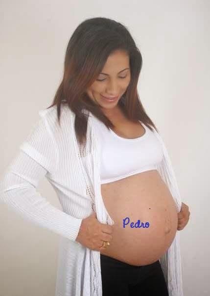 Pedro na barriga da mamãe.