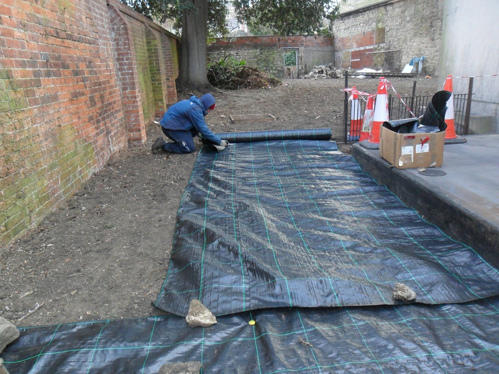 worcester college gardeners carpet laying. Black Bedroom Furniture Sets. Home Design Ideas