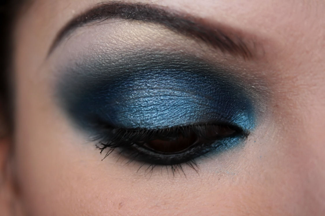 make up artist me midnight blue smokey eye