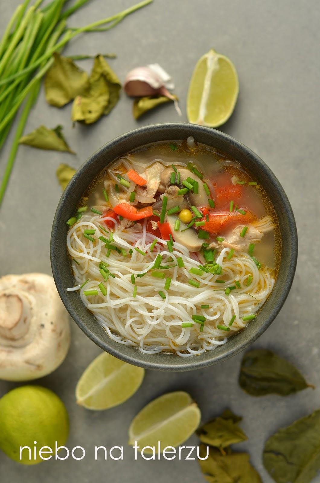 Tajska Zupa Z Kurczakiem I Mleczkiem Kokosowym Niebo Na Talerzu