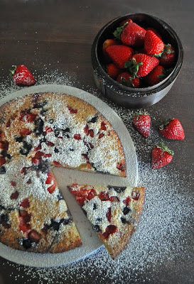 Oven Baked Pancake with Fresh Berries