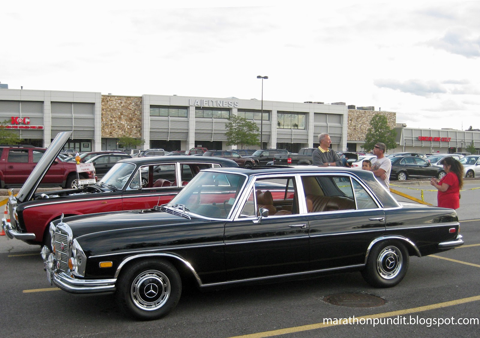 Marathon pundit photos morton grove classic car show 8 for Mercedes benz top of the line