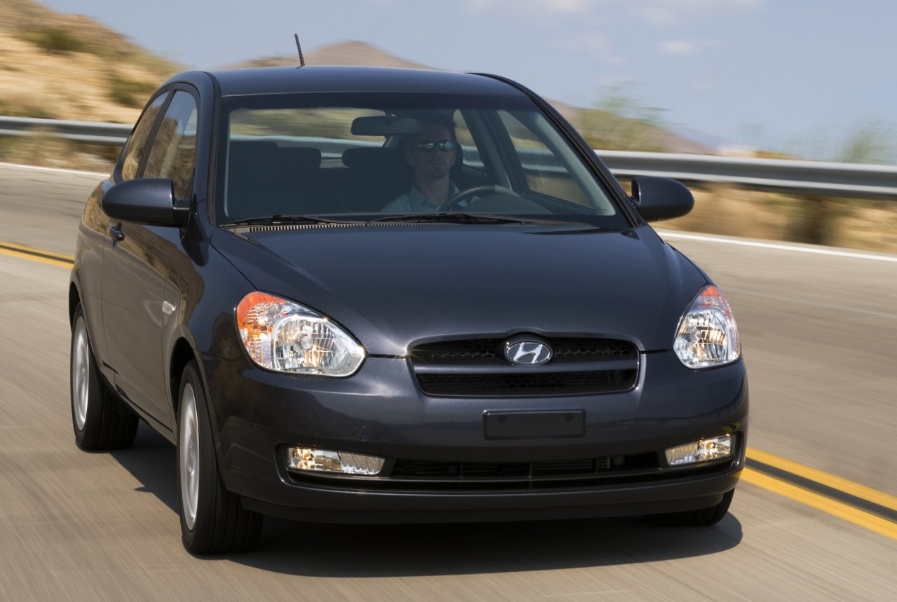 Kendall Self Drive 2011 Hyundai Accent Gl Hatchback