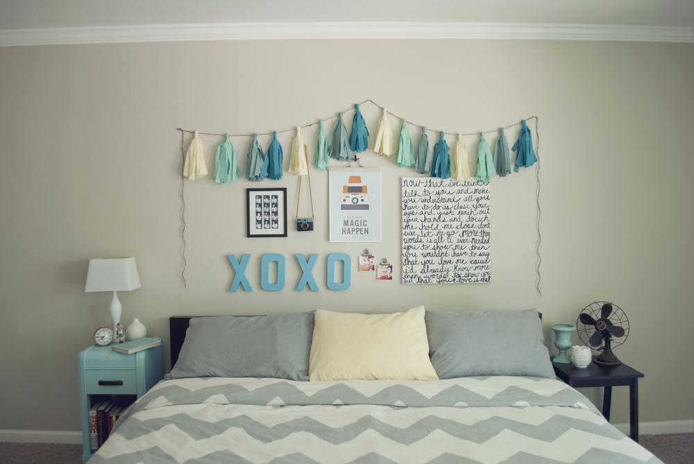 Pocketful of pretty cheap easy bedroom wall art for Simple bed diy