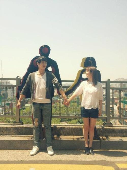 ... Micky: Park Yoochun y Han Ji Min toman una foto en