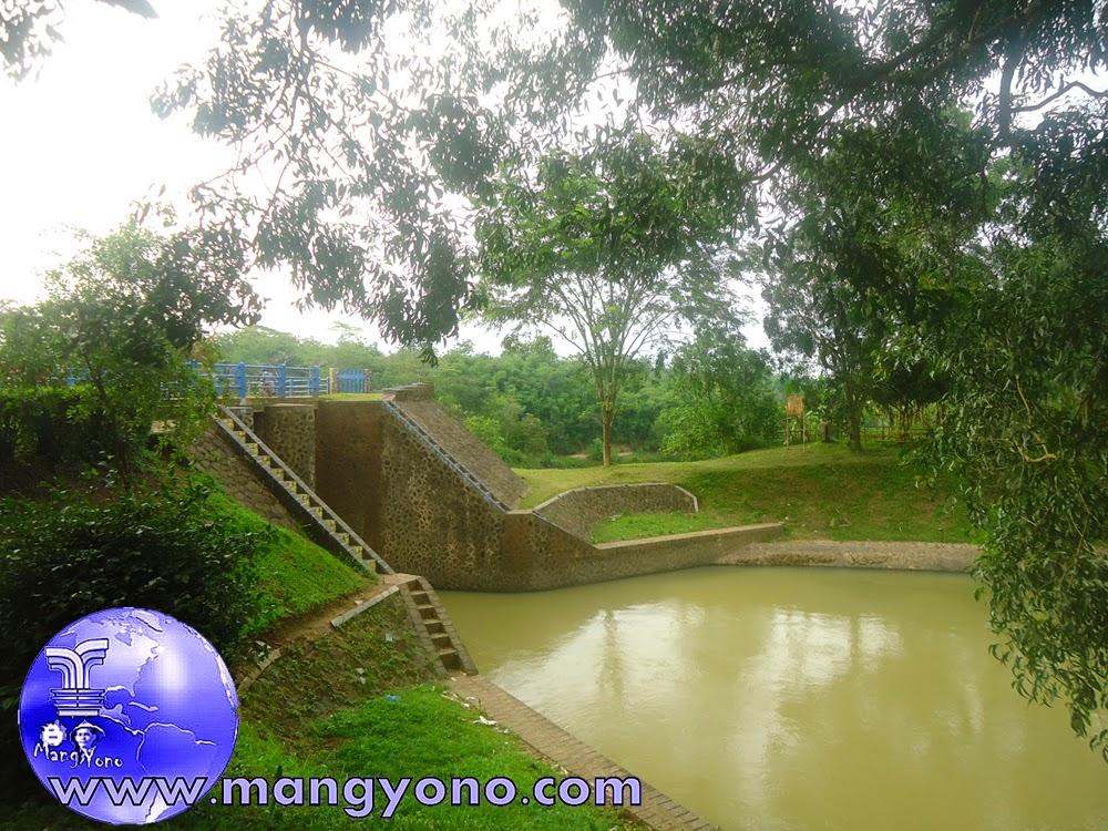 Ini sungai Ciasem yang mengalir ke dekat Rumah Nenek saya