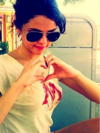 Selena Gomez cute Wallpaper, Selena Gomez cute pics, Selena Gomez cute HD photos, Selena Gomez cute HD pictures free
