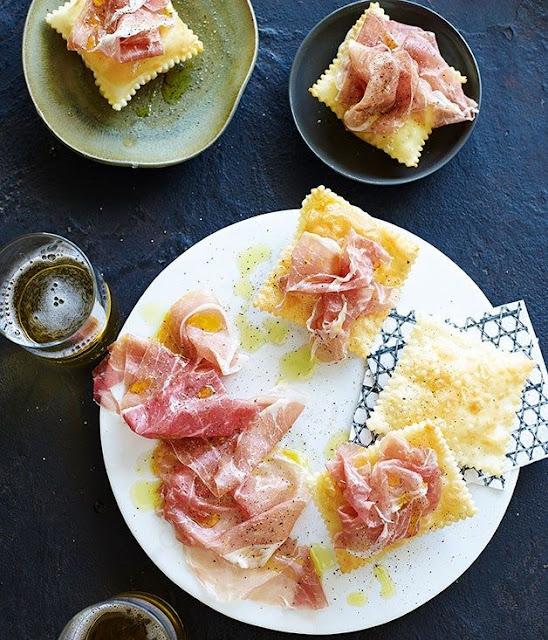 Foto del blog Foodpics Italy: gnocco fritto, vino, prosciutto crudo e birra