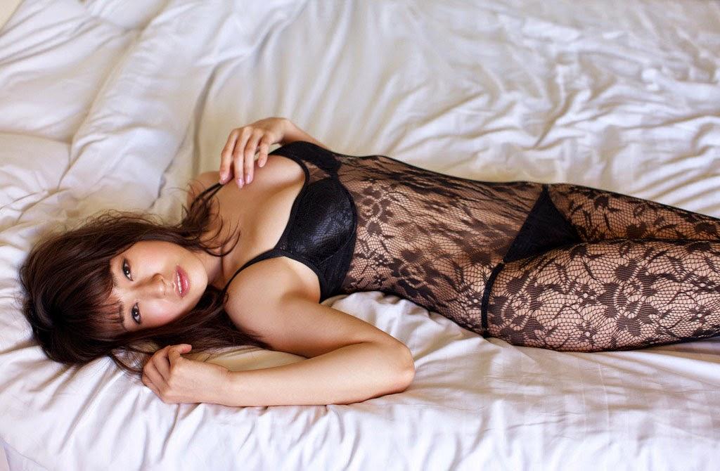 Arisa Kuroda khoe đường cong chữ S hút hồn với áo ngủ 4