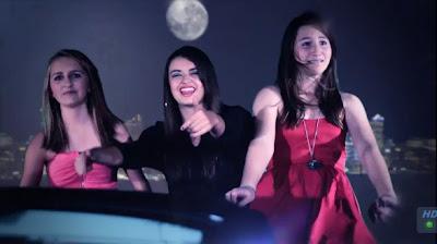 Ребекка Блэк с подружками из песни Friday