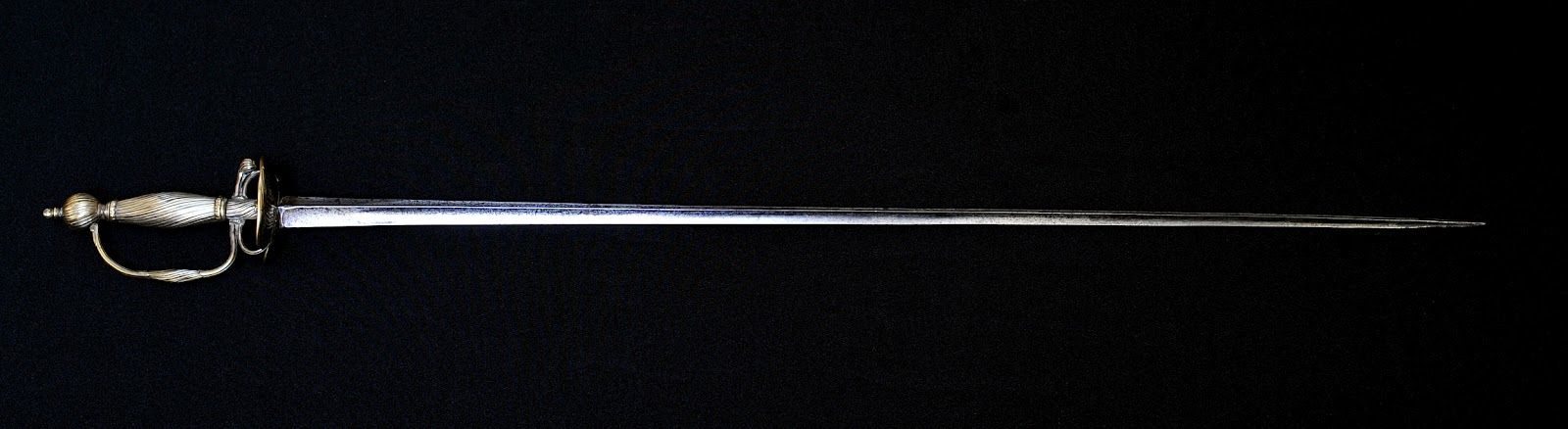 Triple edged blade with a triangular cross section 82 cm long and 2 5