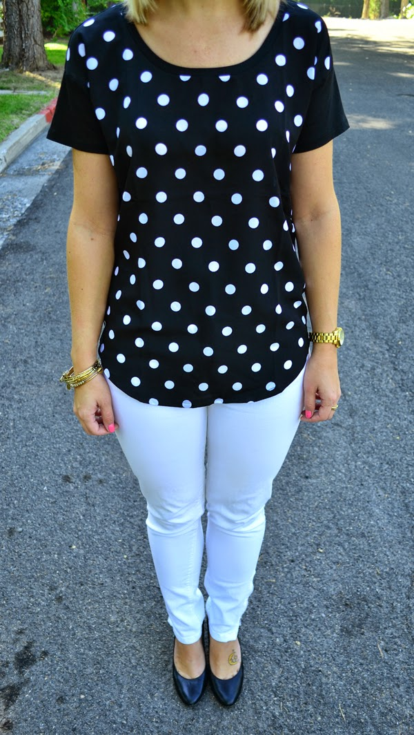 style blog, polka dot shirt, white jeans, black heels