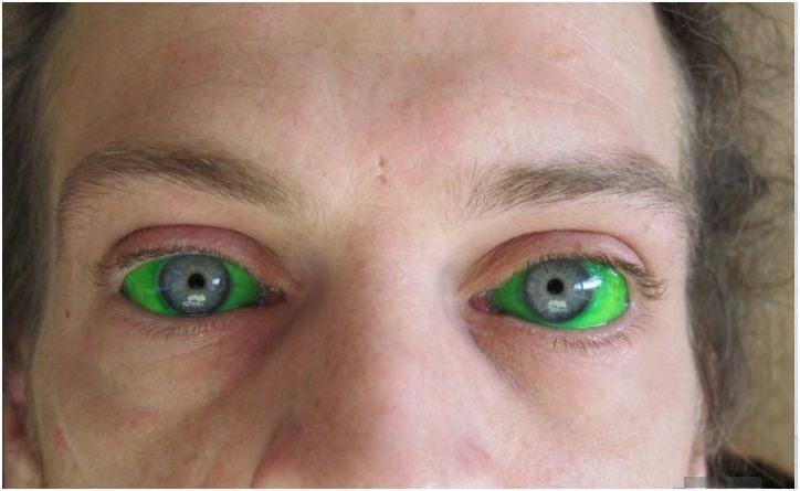 tattoo olhos verdes