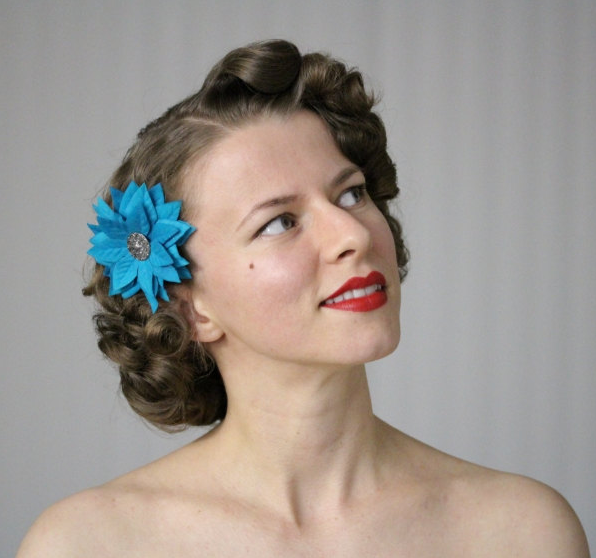 Perfect Holiday Hair Flower #poinsettia #hairstyle #vintage #christmas