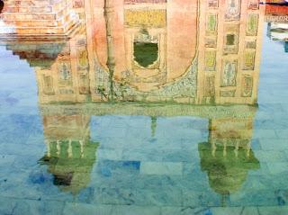 painting by Samina Quraeshi–Courtesy of Samina Quraeshi