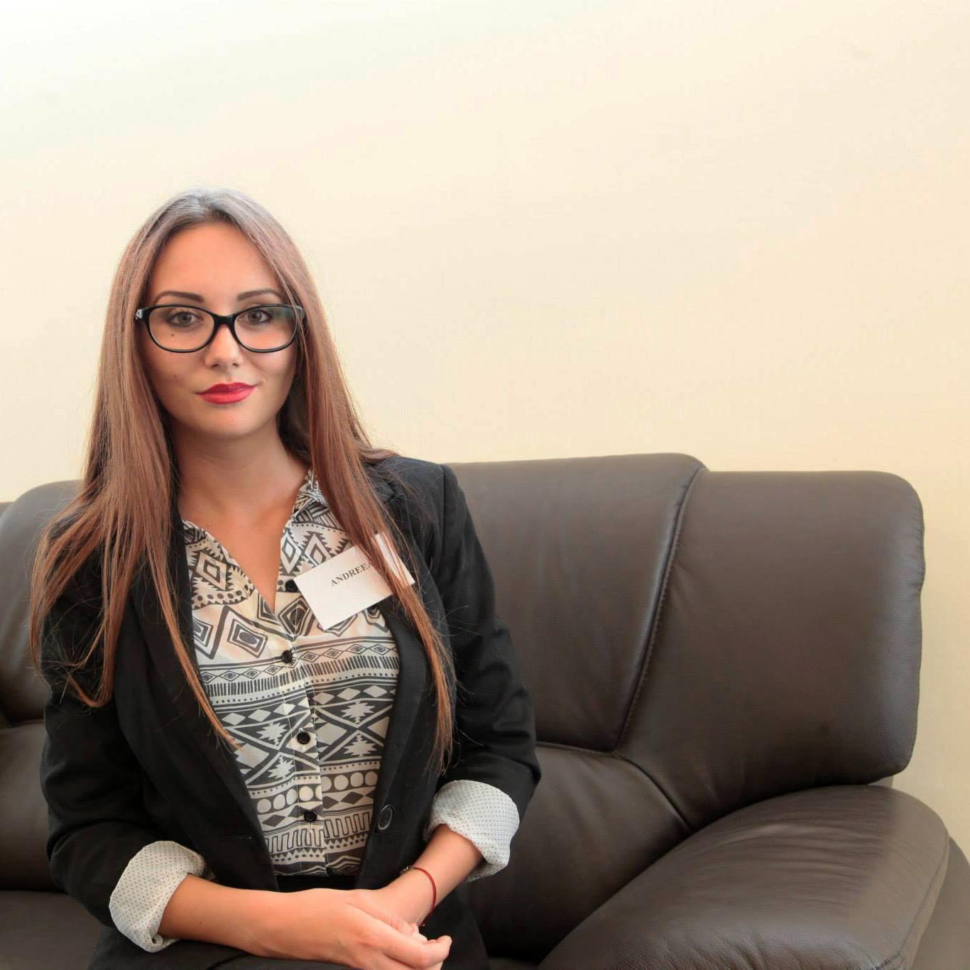 Secretara (Andreea Mișca)