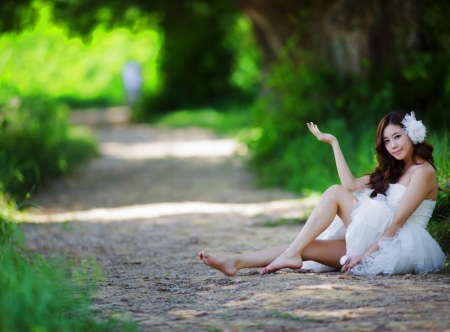 如果你还关心我 (rú guǒ nǐ hái guān xīn wǒ ) - If you still care about me 请你快快告诉我 (qǐng nǐ kuài kuài gào su wǒ) - Please tell me quickly 告诉我到底为什么 (gào su wǒ dào dǐ wèi shén me) - Tell me what is the reason