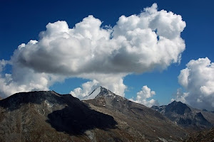 白雲無盡 Nubes Infinitae ( Photo Ex Wikipedia)