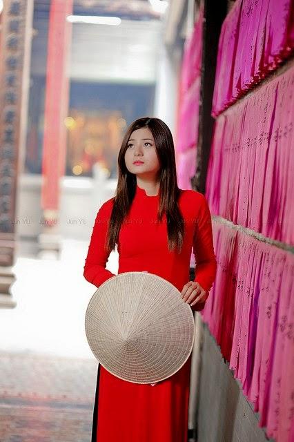 Hotgirl Châu Dương đi lễ chùa đầu năm 10