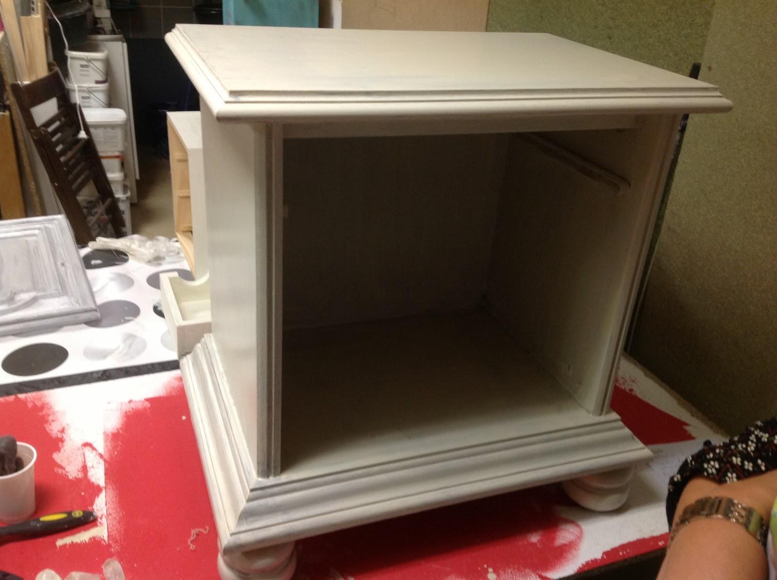 Peinture sur meuble patine et effet blanchi cours de - Effet patine sur meuble ...