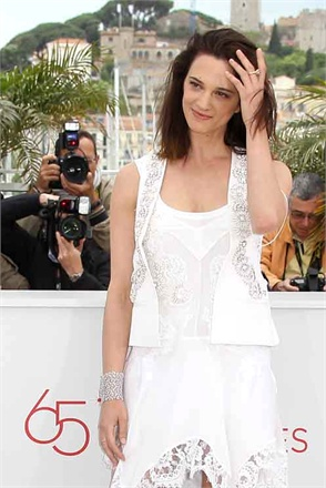 asia argento in pasquale bruni cannes 2012 149733 0x440 ... not even time for a tan line and there you have it winter again!