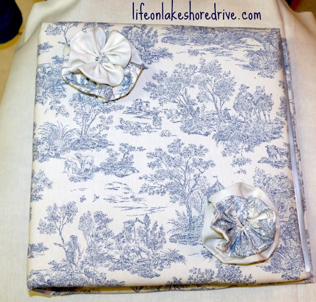 DIY Fabric organizer, tutorial, how to, rosettes