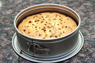 baked-cake-in-pan