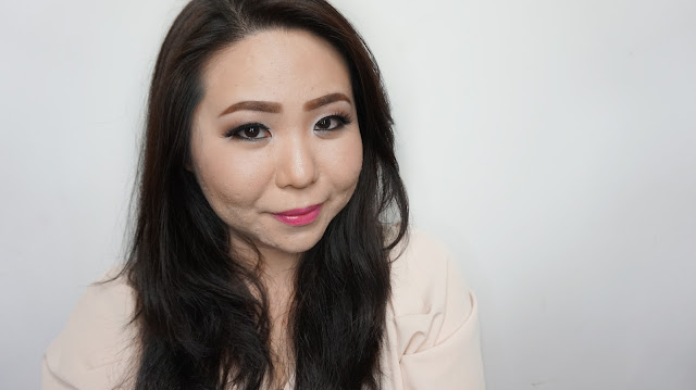 Learn with an online lesson makeup tutorial to get a soft brown romantic makeup look for daily basis. Perfect if you dont like a thick smokey makeup. Taught by Theresia Feegy