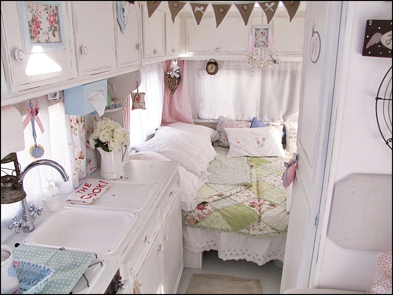 Mad about pink shabby chic caravan for Photo shabby chic