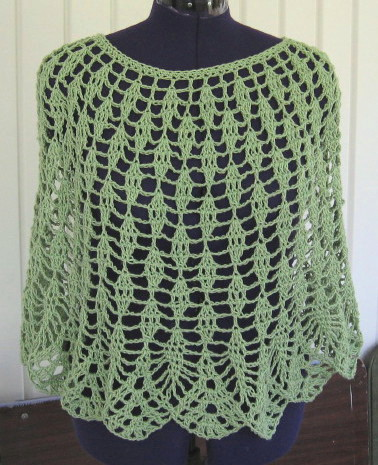 Simple Knits: Raindrops Falls - a lace poncho to crochet