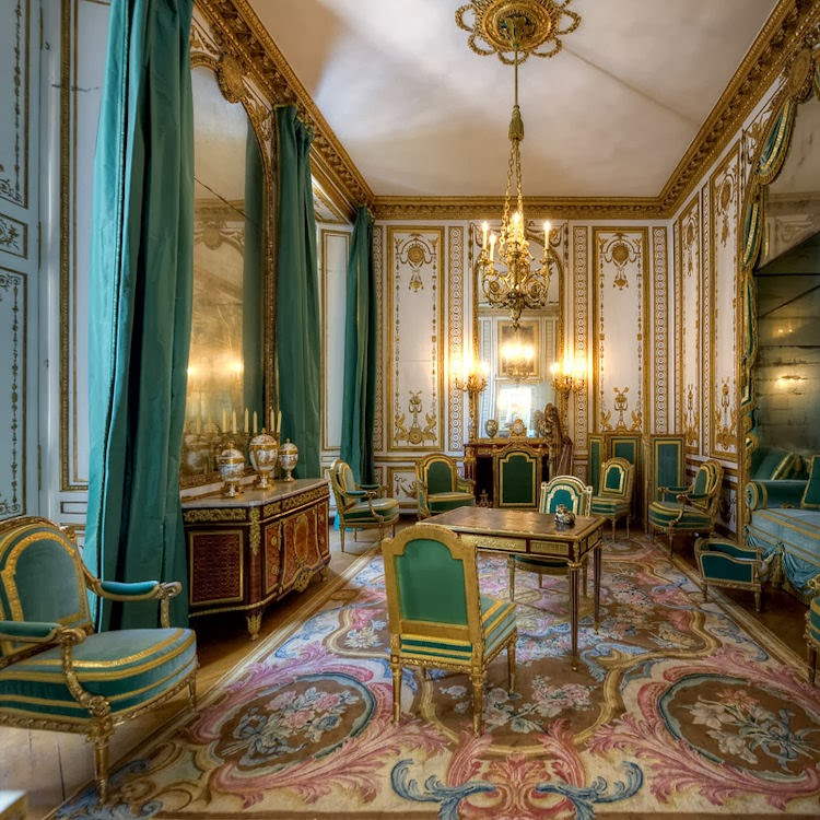 Gods and foolish grandeur marie antoinette 39 s cabinet dor for Chambre louis xvi versailles