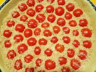 crostata salata di pomodori ciliegia prima della cottura