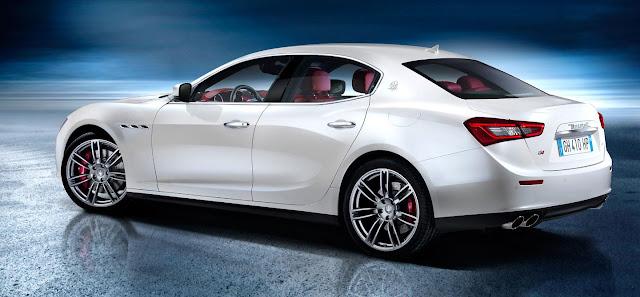 Tre quarti posteriore della nuova Maserati Ghibli quattro porte