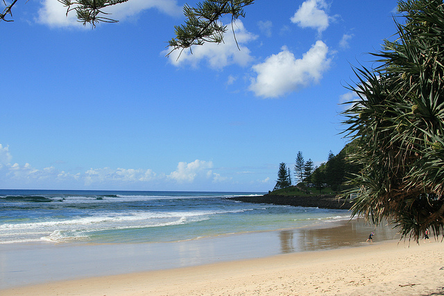 3 Best Surfing Beaches near Broadbeach - Burleigh Heads Beach