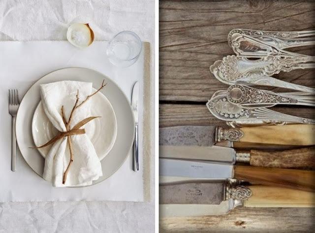 mesa en blanco y cubiertos antiguos de plata