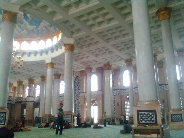 Dalam Masjid Kubah Emas