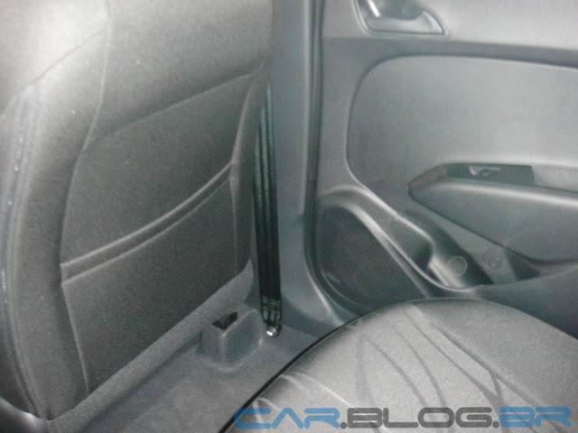 Hyundai HB 20 Preto Onix - Comfort Plus - espaço banco traseiro