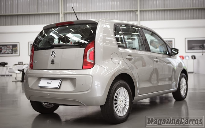 Traseira do VW UP 2014 prata
