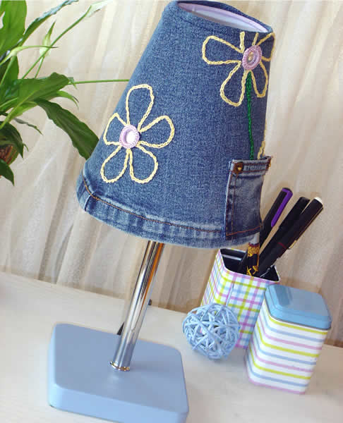 Sewing of jeans lampshade