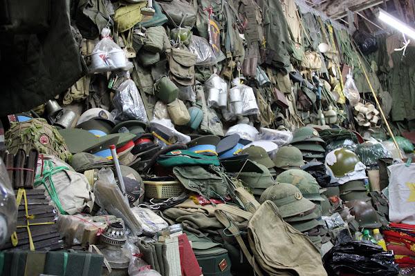 Mercado excedentes de la guerra de Vietnam Dan Sinh