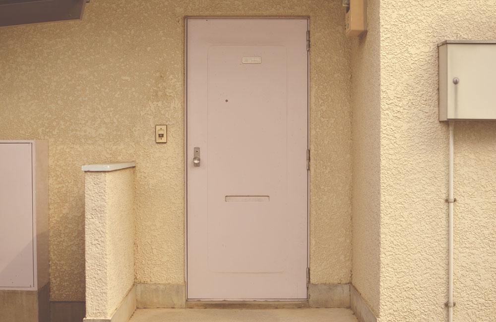 ノスタルジックなドアの写真